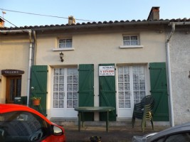 Abzac - two bedroom cottage with parking and garden