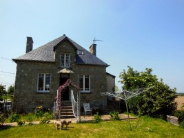 Between plelan and plancoet - pretty 2 beds detached stone house  - close to gol