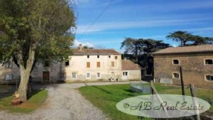 Domaine including main house of 150m², 5 gites, 7 wooden chalets, reception room, all ready to