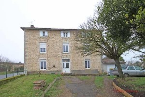 Sepvret (79) - Detached stone house with 4 bedrooms and garden.