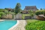 Nr Hautefort (24) - Périgord farmhouse on a fabulous golf domain. Great investment potential.