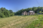 Beynat (19) - Ensemble comprising of a character house and large barn (both to renovate)
