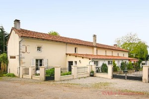 Asnières-sur-Blour (Vienne) - Farmhouse for sale with 8 bedrooms, pool and paddock