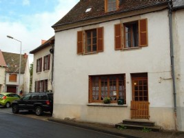 Nice house for sale in the town of Pionsat (Auvergne).
