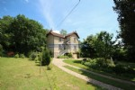 Characterisic house with large garden for sale in Barnay, Burgundy