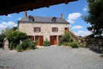 So charming ! Superb stone house and barn, forming a courtyard, with land. Nice location.