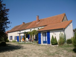 Beautiful renovated farmhouse with ottage in idyllic place