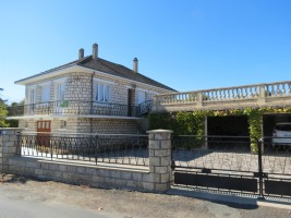 4 Bedroom detached house with views of the UNESCO Basilica Church and countryside.
