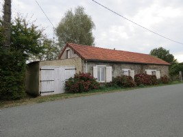 Detached 2 bedroom house with land in the countryside.