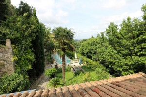 *A property with exceptional gardens, pool, views, and five minutes walk to Beziers historic centre