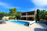 *Villa with garden, pool, close to village centre and PEZENAS sector.
