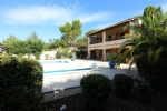 *Quality villa with garden, pool, village centre and PEZENAS sector.
