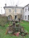 Dans un petit hameau, maison à rénover.