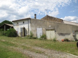 Loads of potential for this renovation project close to Mirambeau!