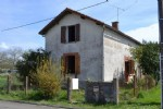 House To Renovate Completely On A Land Of 3522m² - Not Far From Champagne-Mouton
