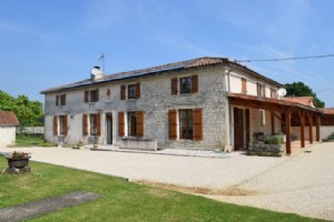 Immaculate 5 Bedroom Country House On 18 Acres Of Land (Part Farmed) With Woods
