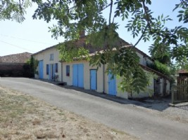 Rural Farmhouse with Breath Taking Views and Above Ground Pool near Availles Limouzine