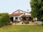 3 Bedroom Hamlet Retreat, but only 4-6kms from Two Thriving Towns