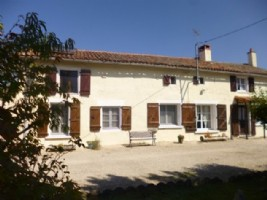 5 Bedroom B&B or House with Gite - set in Pretty Hamlet with Barns and Garden