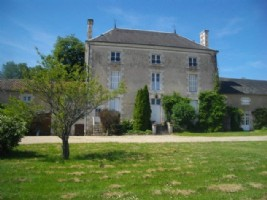 15 Bedroom Complex with Maison de Maitre, 2 Gites, 2 Barns, 2 Swimming Pools - 7.2 Hectares