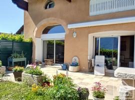 Spacious 3 bedroomed apartment close to Geneva and Lake Leman.