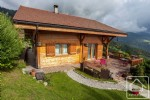 Spacious, modern 4/5 bed chalet with panoramic views of Manigod valley and 5 mins from lifts.