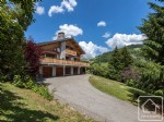 Enormous chalet with stunning south facing views and separate 1 bed apartment. Perfect gite.