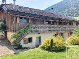 Original, renovated farmhouse, with 5 bedrooms, 3 bathrooms,