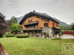 Magnificent, renovated farmhouse with swimming pool and land