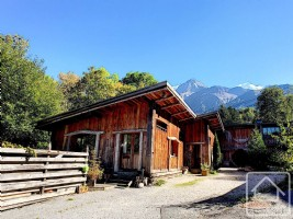 Funky semi-detached 4 bedroom chalet in Les Chavants walking distance from the ski lifts.