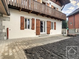 Newly renovated 3 bed apartment in Samoens centre.