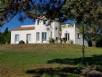 Character villa with 250 m² of living space on 5667 m² in the countryside 10 min from the sea.