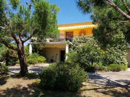 Comfortable fully renovated villa with stunning views, studio and lovely garden with pool.