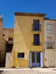 Village house with 97 m² of living space in good condition, with a very nice roof terrace.