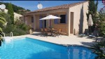 Pretty single storey villa on 538 m² with pool at walking distance from the town centre.