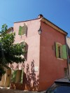 Village house to refresh with 87 m² of living space in the heart of the village.