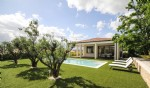 Beautiful contemporary villa with 223 m² of living space on 1102 m² with pool, spa and views.
