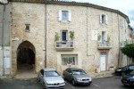 Renovated winegrowers house with 4 bedrooms, annexe, sunny terrace and independent studio.