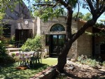 Pretty stone house on a plot of 466 m² with 95 m² of living space, nice garden and jacuzzi.