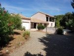 Renovated villa with 163 m² of living space, in a quiet area, on 1021 m² with pool.