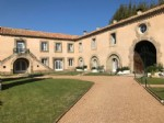 Charming apartment in former wine domaine with common pool and saune, private parking. Rare !