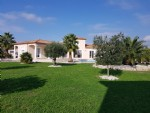 Architect conceived villa with 5 bedrooms on 2003 m² with view, pool and partly constructible.