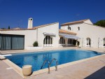 Architect conceived villa with 285 m² of living space on 2165 m² of land with pool and views.