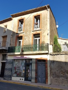 Charming renovated duplex in the heart of the village with 60 m² of living space and courtyard.