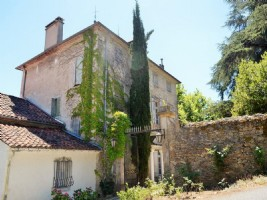 Unique 17th century Chateau with main residence, gites, apartments, B&B, restaurant, ...