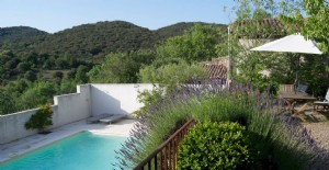 Character villa with 125 m² of living space on 573 m² with pool, views and peaceful location.