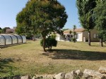Villa with 150 m² of living space on 3377 m² with a building plot of 669 m², pool and annexes.