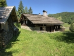 Historic 4/5 room chalet on a 4250m2 site
