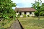 GOUEX 86320. Pavillon situé dans un secteur résidentiel calme, dans un petit village de la Vienne