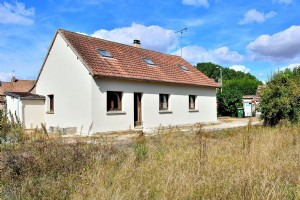 House In Need Of Finishing - 50 Minutes West Of Paris.